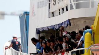 Франция настоя корабът с мигранти да бъде разтоварен в Малта