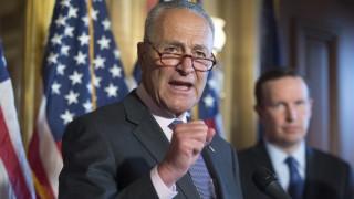 Лидерът на демократите в Сената зове Тръмп да отмени срещата с Путин