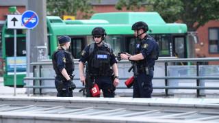 Шведската полиция стреля по мъж, заплашвал хора на жп гара