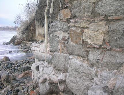 Разграбват римското селище край Сарафово