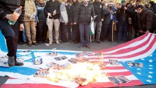 Протестиращи в Иран: Тръмп ускорява края на Израел