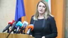 Десислава Ахладова чете доклада на ЕК като положителен и обективен