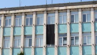 Ден на траур в Белица заради починалите от COVID-19 лекари - баща и син