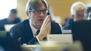 Верхофстат с условия към Лондон: Първо уредете статута на гражданите на ЕС на Острова