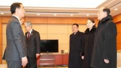 Президентите на Южна и Северна Корея си стиснаха ръцете