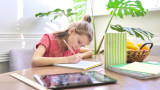 Дигиталното обучение, паметта и защо децата трябва да пишат повече на ръка