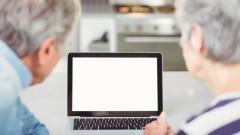 По-възрастните американци са по-склонни да споделят фалшиви новини