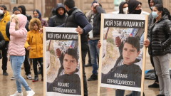 Близки на убитото от токов удар момче протестират пред НС