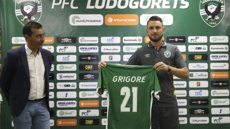 Новата румънска звезда на Лудогорец - Драгуш Григоре бе официално