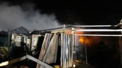 Пожар изпепели осем къщи в Шекер махала