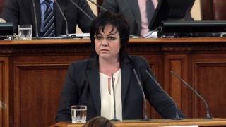 В Македония посегнаха на демокрацията, притеснена Нинова