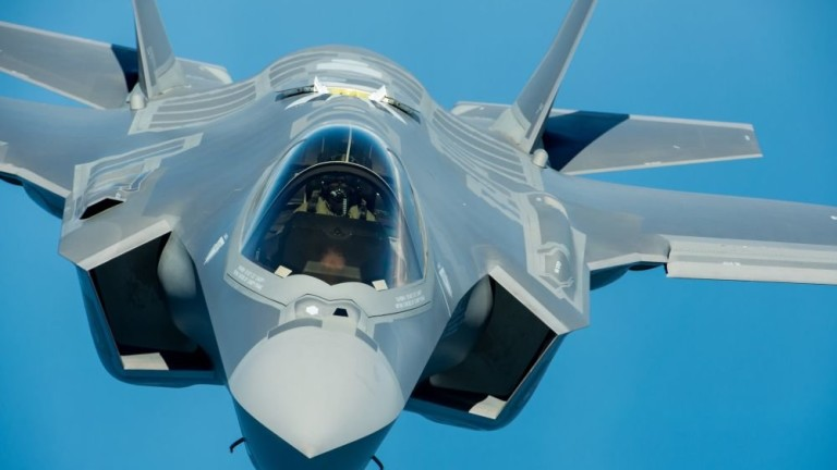 Forbes: САЩ признаха провала на изтребителите F-35