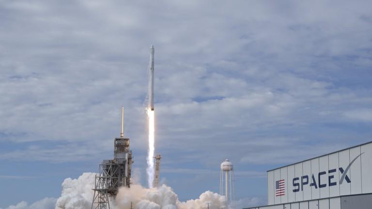 SpaceX изстреля успешно таен товар на щатското правителство