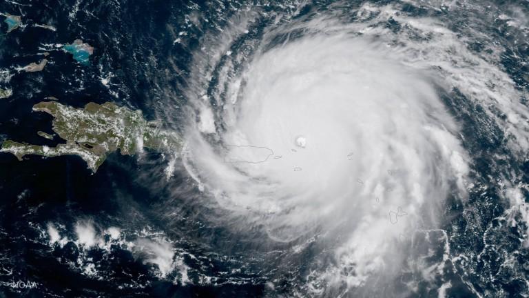 Мексико се готви да посрещне урагана