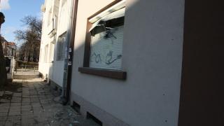 Хвърлиха бомбички самоделки пред офиса на бивш главсек на МВР