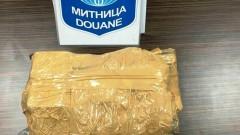 Хванаха румънци, скрили по себе си килограм златни бижута