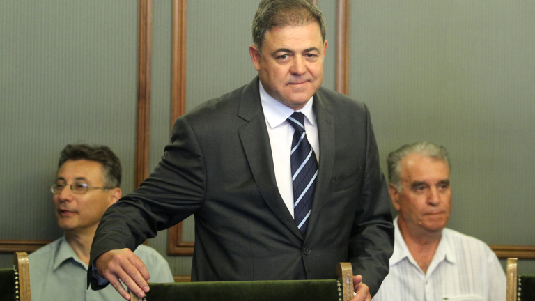 Военният Ненчев подава оставка, ако генерал Радев стане президент