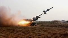 Северна Корея изстреля две ракети със среден обсег
