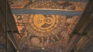 Робот спасява стенописите в Бачковския манастир