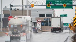 Тръмп: Границата между Канада и САЩ затваря за несъществен трафик