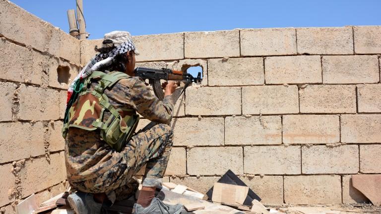 """Тежки сблъсъци в Ракка между подкрепяните от САЩ кюрди и """"Ислямска държава"""""""