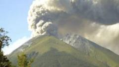 Евакуират хиляди индонезийци заради заплаха от вулканично изригване