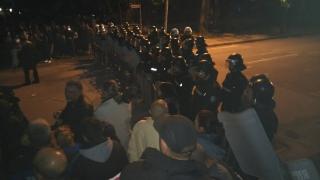 Условни присъди за младежите, хвърляли асфалт по полицаите в Раднево