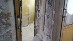 Вагон с навявания от сняг в коридора не е возил пътници