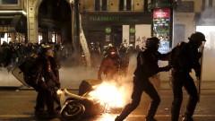 Разрешиха на полицията във Франция да използва оръжия при протести
