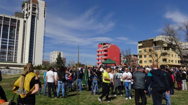Снимка: Стотици хора демонстрираха в защита на парк в Пловдив