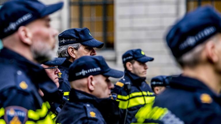 Един човек е загинал, след като ван връхлетя на концерт в Холандия