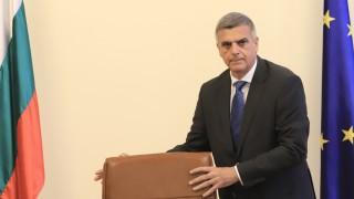 Янев даде на министрите Конституцията и обеща работа и стабилност до изборите