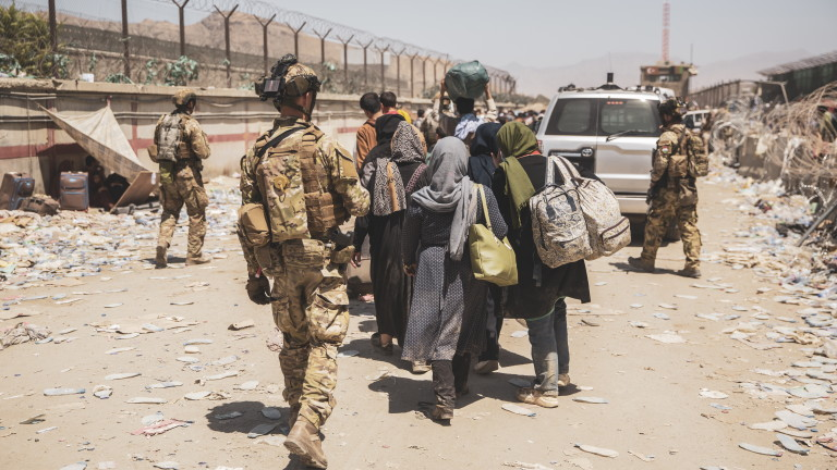Tерористи от ДАЕШ готвят множество атаки по летището в Кабул