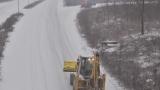 Дъжд и сняг пречат на движението в цялата страна