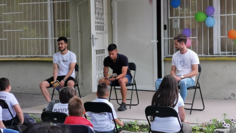 Футболисти на Локомотив (Пловдив) с благотворителен жест
