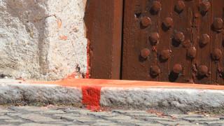 """Пенсионерка е заляла с червена боя храм """"Света Петка Самарджийска"""""""