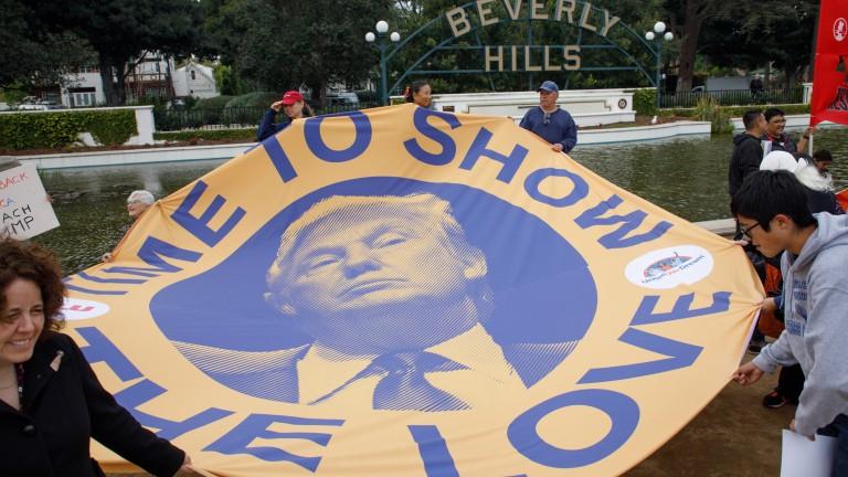 Снимка: Протести чакат Тръмп на първата му официална визита в Калифорния