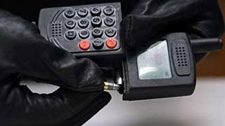 Телефон с вграден пистолет (видео)