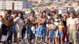 Циганите в Столипиново пазят от полицията имотите си