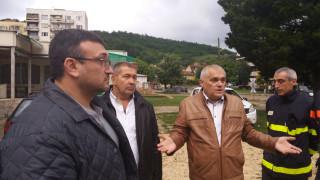 Полицаи охраняват имуществото на евакуираните жители на Роман