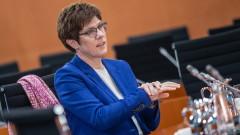 Партията на Меркел отлага избора на лидер за декември