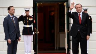 Обама все пак се видя с Ердоган, обещава САЩ да се грижи за сигурността на Турция