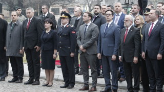 Подкрепата ни не е безусловна, изтъкна Караянчева пред Пендаровски