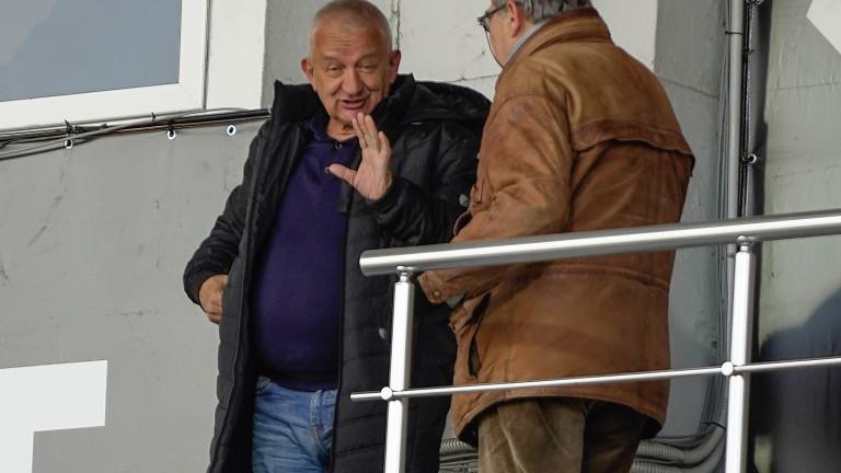 Собственикът на Локомотив (Пловдив) Христо Крушарскиявно не е загубил надежда,