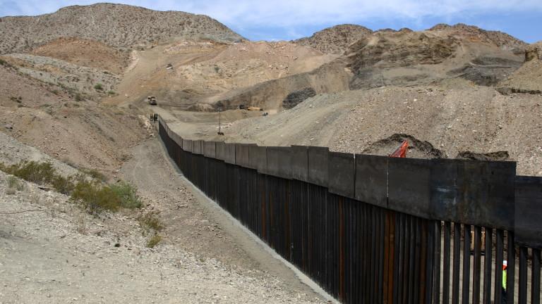 Мексико задържа 800 мигранти на фона на натиск от САЩ