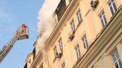 Пожар избухна в стара историческа сграда в центъра на София