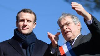 Време е французите да свалят жълтите жилетки, призовава Макрон