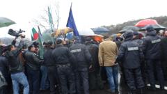 Ловци блокираха за кратко пътя за Гърция
