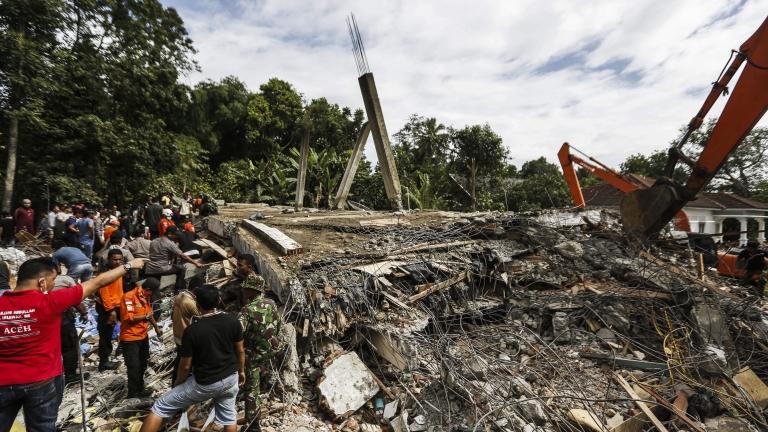 Земетресение на остров Суматра, десетки загинали - News.bg