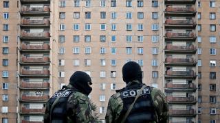 Обезвредиха бомба в жилищен блок в Санкт-Петербург